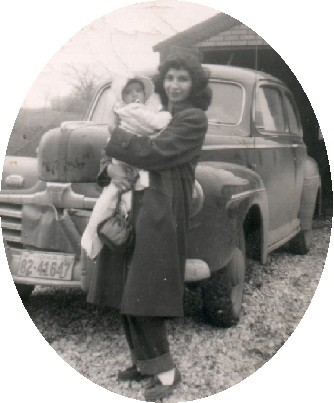 Aurora Hernandez with her daughter in Davenport, Iowa, 1952