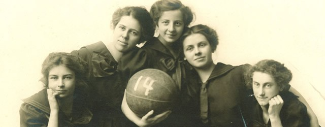 Women's basketball team, State University of Iowa, 1914