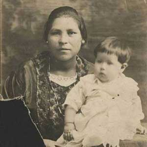 Esperanza Martinez and daughter Florence, 1922. Esperanza's daughter, Adella Martinez donated this and many other family photos to the UI Libraries Iowa Women's Archives in 2006.